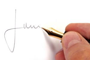 mano che firma